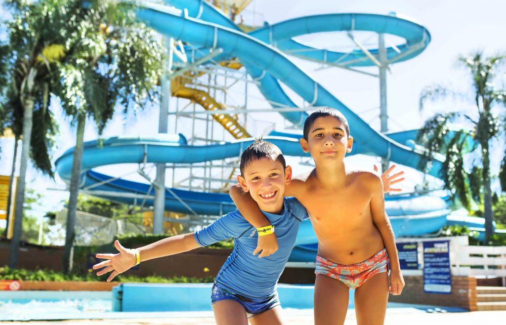 Crianças se divertindo no Aquamania