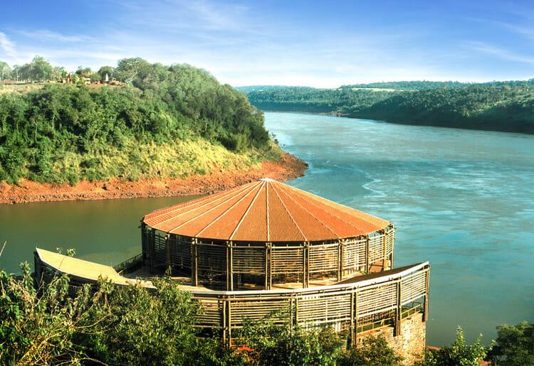 Já conhece o Marco das Américas aqui em Foz do Iguaçu?