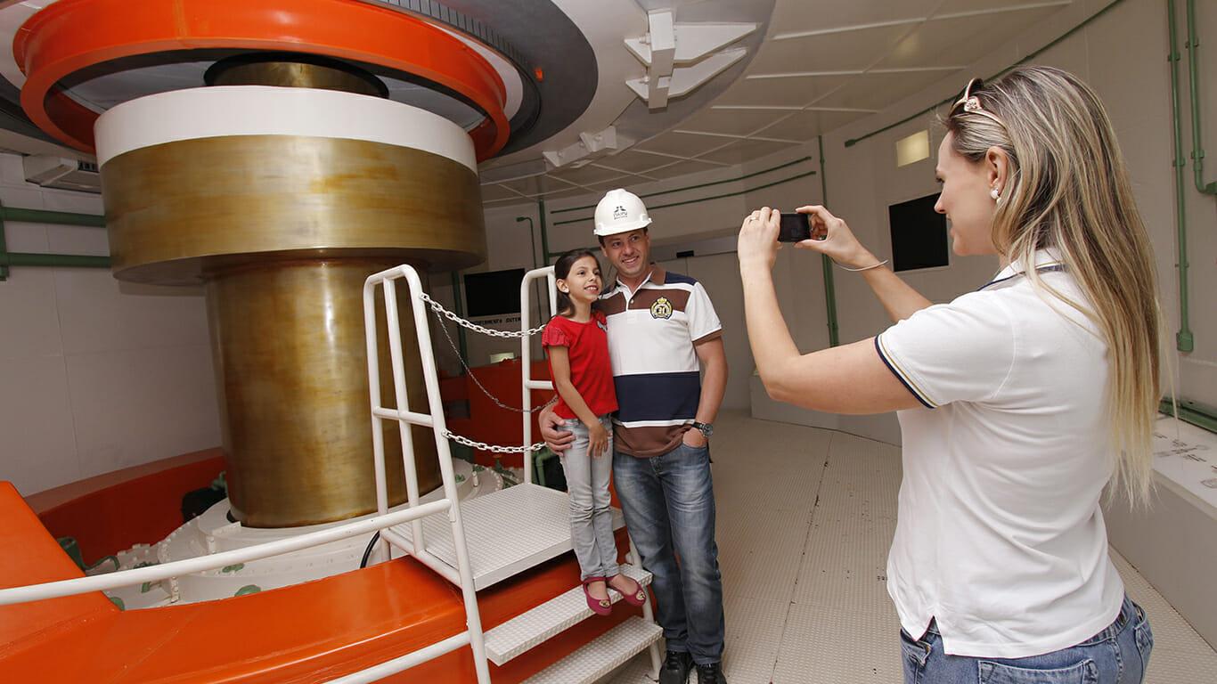 Conheça mais sobre o passei no Ecomuseu da Itaipu. turbina ecomuseu