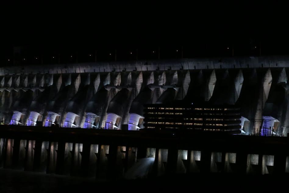 , Descubra o porquê da mudança nas cores da iluminação da Usina hidroelétrica de Itaipu., Passeios em Foz do Iguaçu | Combos em Foz com desconto