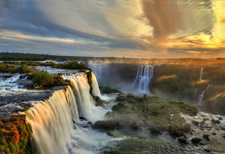 , Você sabe quais são as 7 maravilhas da natureza? Foz do Iguaçu possuí uma, das duas que se encontram no Brasil!, Passeios em Foz do Iguaçu   Combos em Foz com desconto, Passeios em Foz do Iguaçu   Combos em Foz com desconto