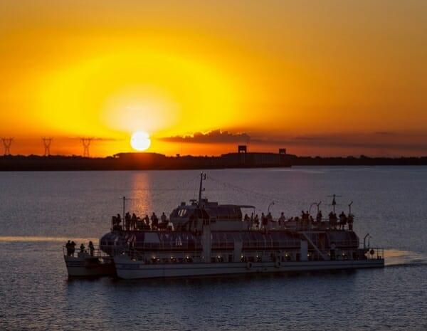 , Confira 5 melhores lugares para se observar o pôr do sol aqui na Tríplice fronteira e entenda como funciona o horário de verão aqui, Passeios em Foz do Iguaçu | Combos em Foz com desconto, Passeios em Foz do Iguaçu | Combos em Foz com desconto
