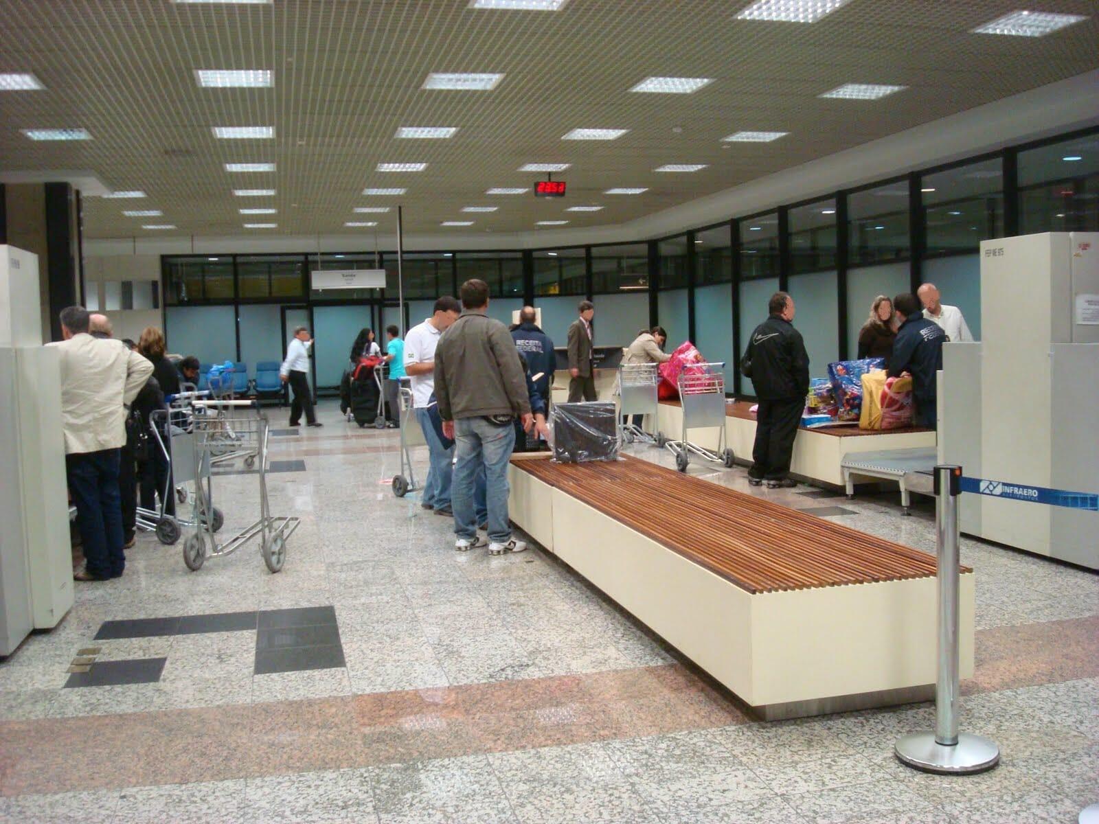 Saiba como funciona o sistema de cotas para compras no Paraguai e na Argentina! aeroporto