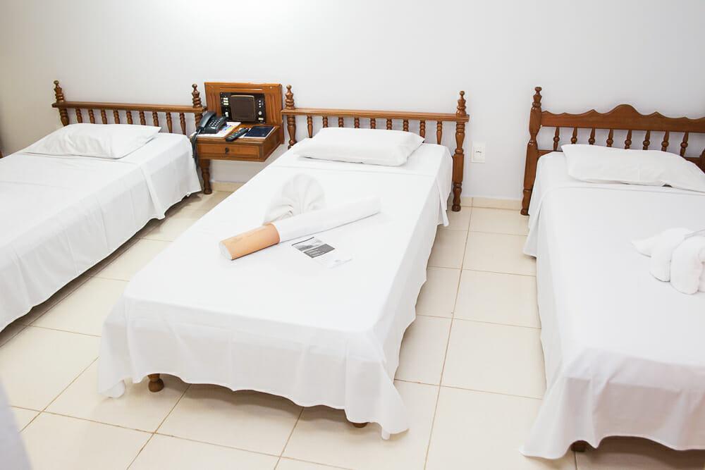 Procurando por hotel no centro de Foz do Iguaçu? O Mirante Hotel é a sua melhor opção! apartamento triplo