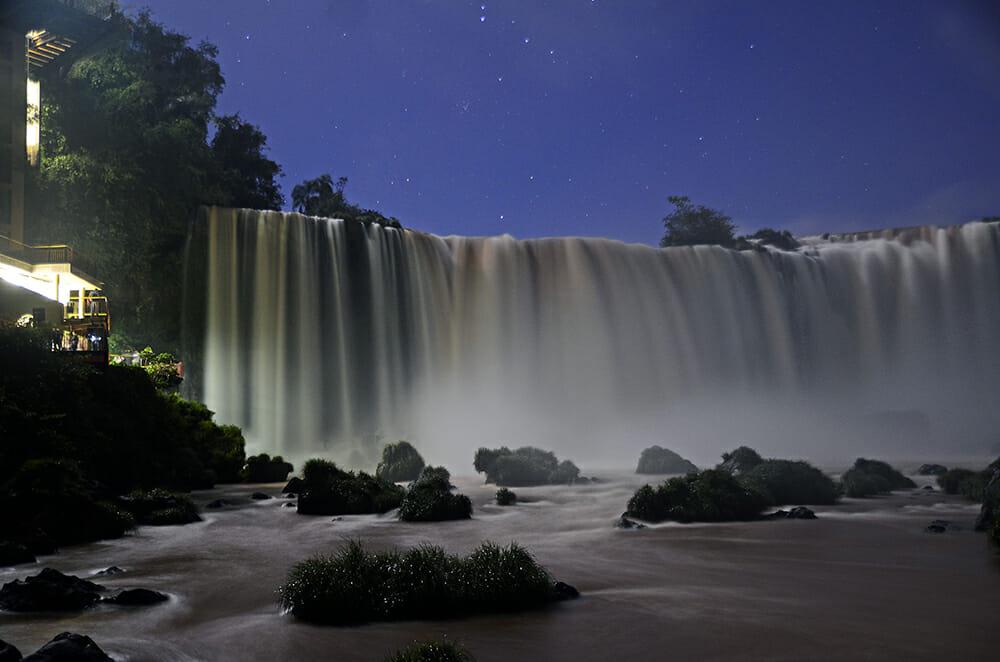 , Conheça as opções de atrativos noturnos aqui em Foz do Iguaçu, Passeios em Foz do Iguaçu | Combos em Foz com desconto, Passeios em Foz do Iguaçu | Combos em Foz com desconto