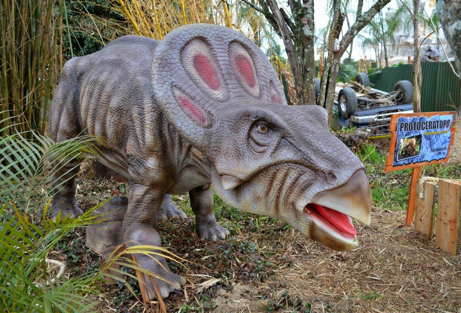 09 motivos para você JAMAIS querer conhecer Foz do Iguaçu Vale dos Dinossauros