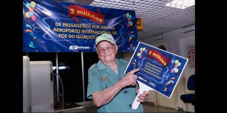 , Ex-expedicionário da Força Aérea Brasileira é homenageado como o passageiro número 2 milhões no Aeroporto Internacional de Foz do Iguaçu!, Passeios em Foz do Iguaçu | Combos em Foz com desconto