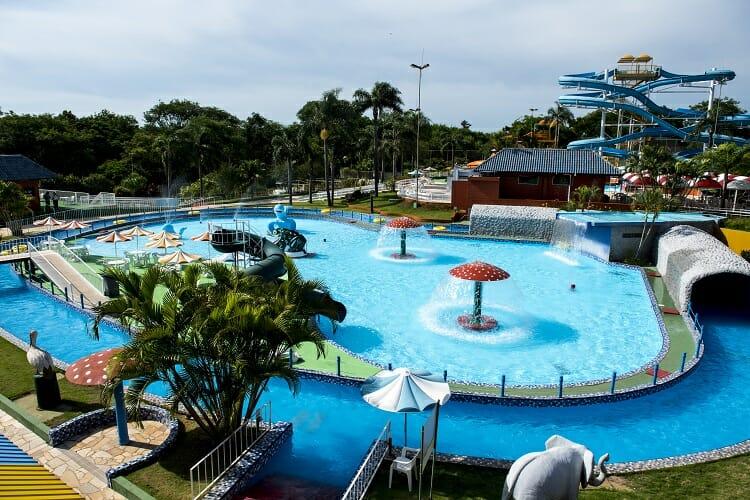 Imagem mostrando a piscina na área infantil