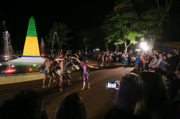 Marco das Três Fronteiras agora com show de danças