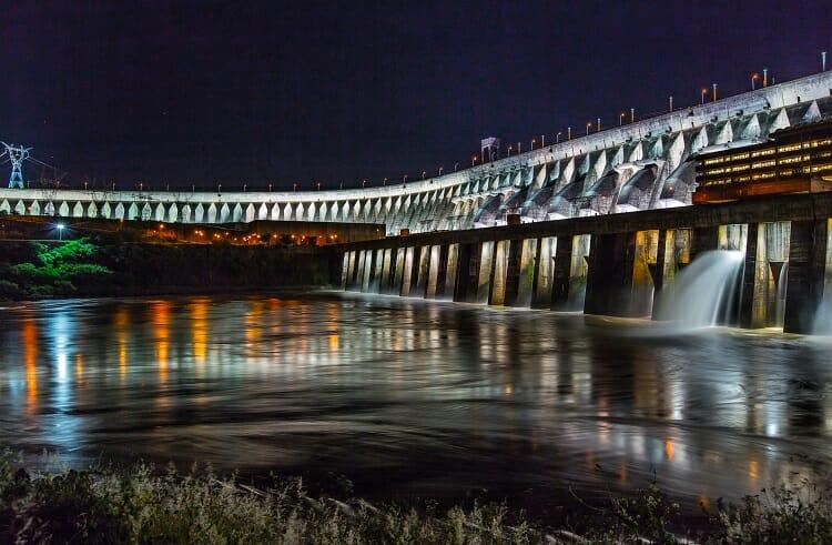 barragem/ iluminação/ maior usina em produção de energia do mundo