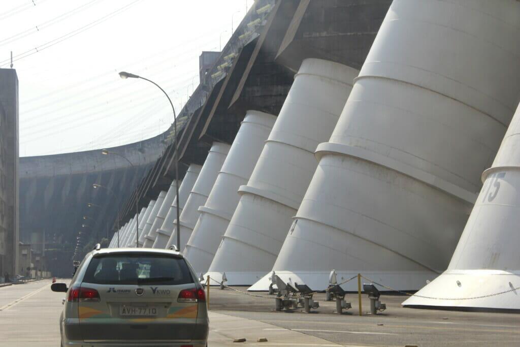 turbinas/ itaipu/ maior usina em produção de energia do mundo