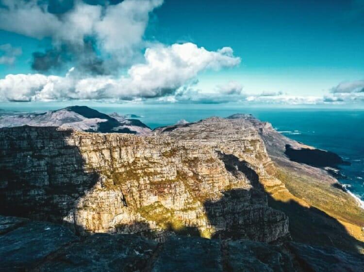 Uma das maravilhas da natureza, a Table Mount (Montanha da Mesa) vista de frente.