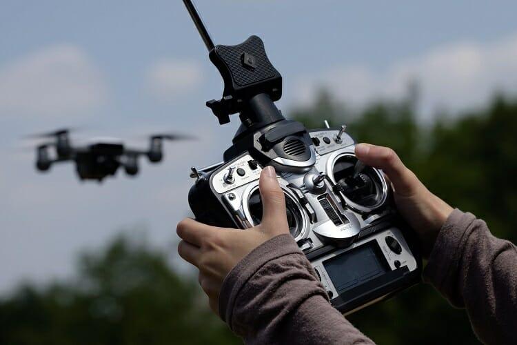 Drone/ controle remoto/ imagens aéreas