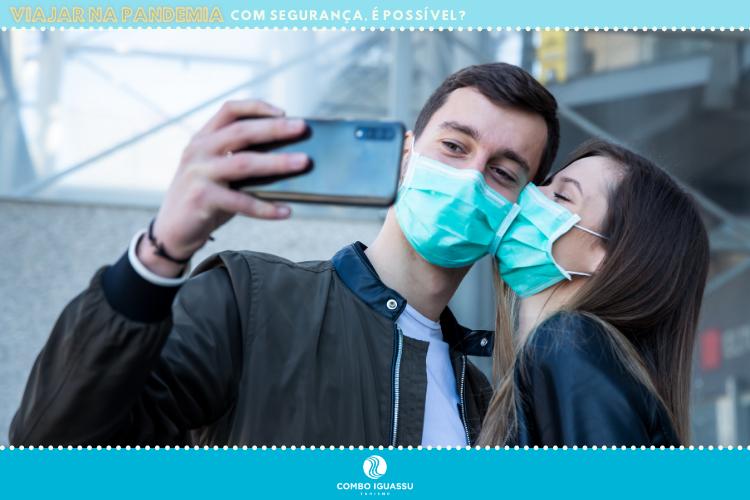 Viajar na pandemia | Casal de máscara