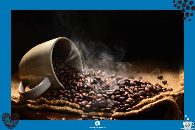 Xícara transbordando grãos de café | Cafés em Foz do Iguaçu? Nós te indicamos alguns!