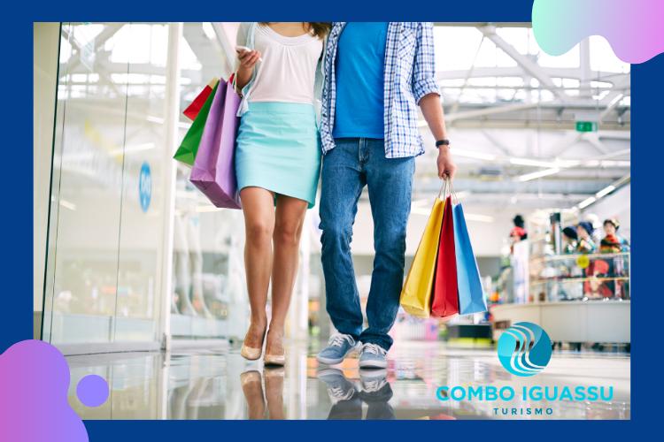 Imagem de homem e mulher, fazendo compras. O que compensa comprar no Paraguai em 2021  Combo Iguassu
