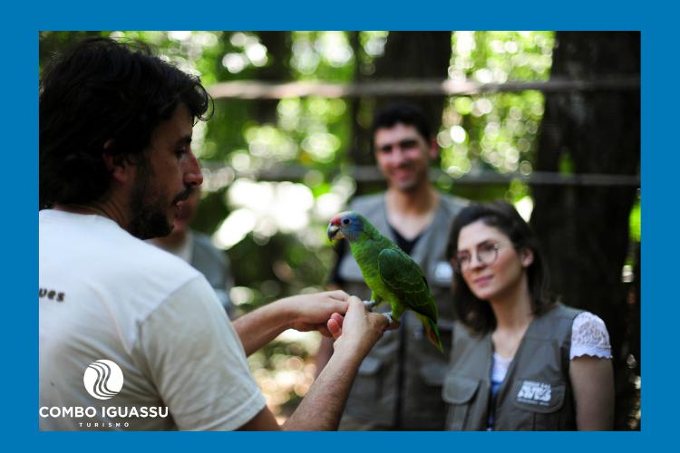 Viajar com crianças para um lugar com aves exóticas é incrível.