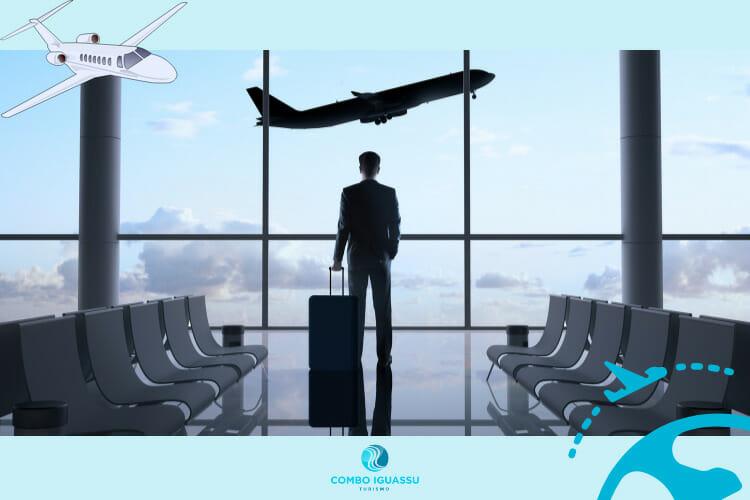 Imagem ilustrando um aeroporto, como se fosse o aeroporto de Foz do Iguaçu. Homem olhando a vista.