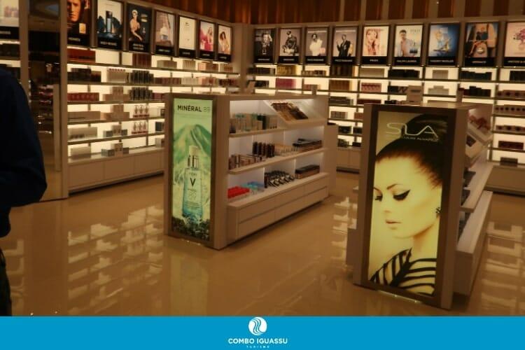 Área de maquiagens da Cellshop.