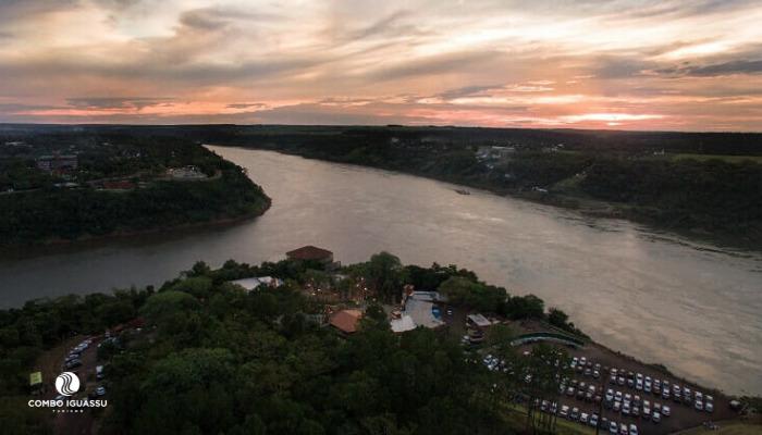 """11 Passeios em Foz do Iguaçu """"secretos"""" que você precisa conhecer! divisa paraguai e brasi."""
